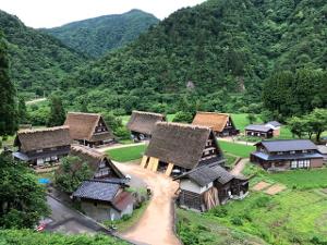 五箇山の小さな合掌造り集落